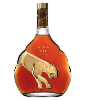 This XO is an extra old cognac from Meukow. The blend presents a balanced note.