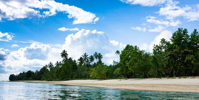 Pantai Yanaïn - Hulaliu by Raphaël N., via Flickr