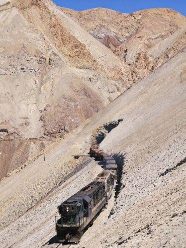 Increíbles rutas ferroviarias de América del Sur (© Jean-Marc Frybourg/REX Features)      'Las vías más espectaculares y pintorescas que vi son las de Ferranor y Potrerillos en CHile y la del Ferrocarril Central Andina y La Oroya en Perú.'