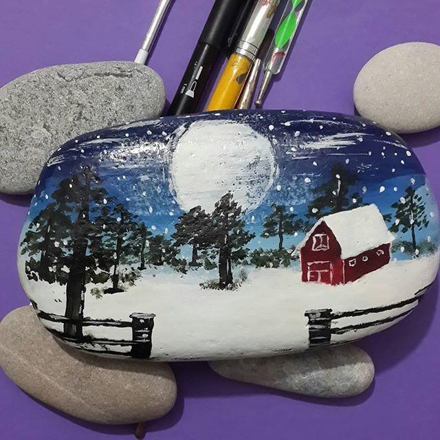 Taş boyama. Kış... #paintrock #handmade #taşboyama #elsanatları #tablo #kış #kendinyap #van #sahilsanat