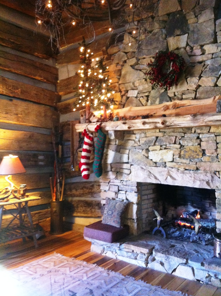 17 best images about primitive fireplaces on pinterest for Country cabin christmas