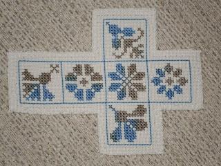 Palkó-lap: 554. Dobókocka / Würfel So pretty I'll stitch this one for my daughter!!