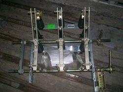 Cuchilla tripolar, operación en grupo sin carga mando indistinto ,con cuchilla de puesta  a tierra integrada ,clase   15 kv    400A MODELO  DTP15040 CKNTE