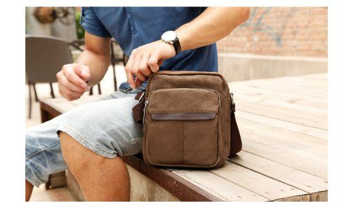 Bandolera de hombre, bolso de tela elegante y pinturero a un precio de chollo. Gran oferta de bolso de hombre práctico, mal llamado…