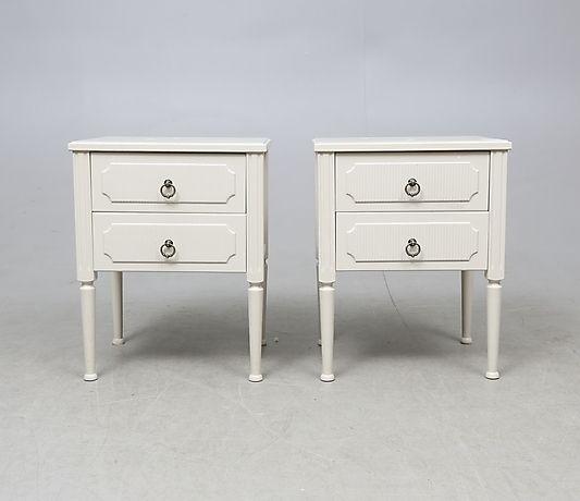 NATTDUKSBORD, ett par, gustaviansk-stil, 1900-tal. Möbler - Skåp & Hyllor – Auctionet