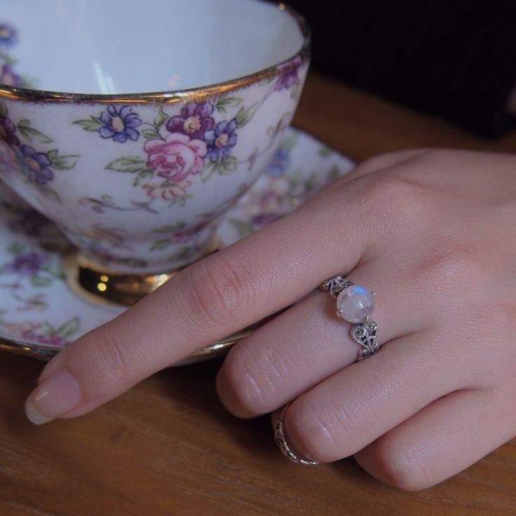 White moonstone w/ marcasite sterling silver ring. Antique style ring. [925 silver] Maria Cristina di Savoia