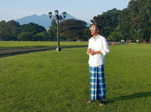 Saksikan gerhana, Jokowi: Itu tanda 'kebesaran Tuhan'