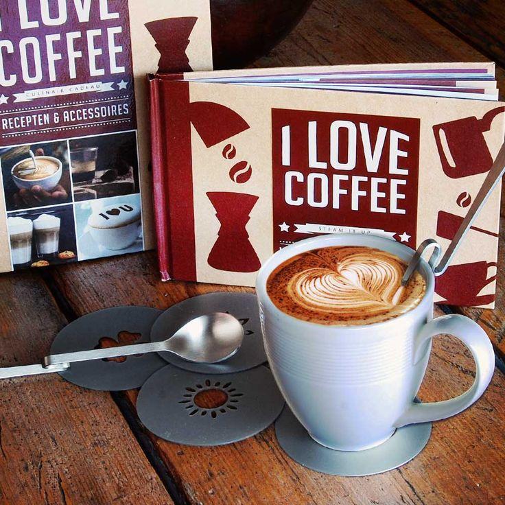 I Love Coffee Cadeaubox  Laat je ochtend stralen door een heerlijk kopje koffie in de ochtend. Begin je dag met de I love coffee set. Verwen jezelf je geliefde of geef het als cadeau.  EUR 9.95  Meer informatie