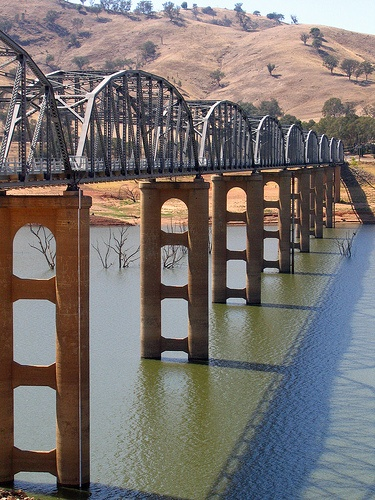 Lake Hume/Bethanga Bridge at Bellbridge on the Murray River, NSW, Australia
