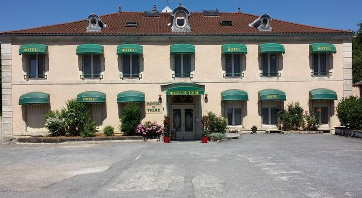 Citotel Hotel du Tigre Verdun-sur-Meuse Set in a late 19th-century building with vaulted cellars, this hotel is located in Verdun, 1 km from the Citadel. It offers en suite accommodation in a green setting and features a bar.