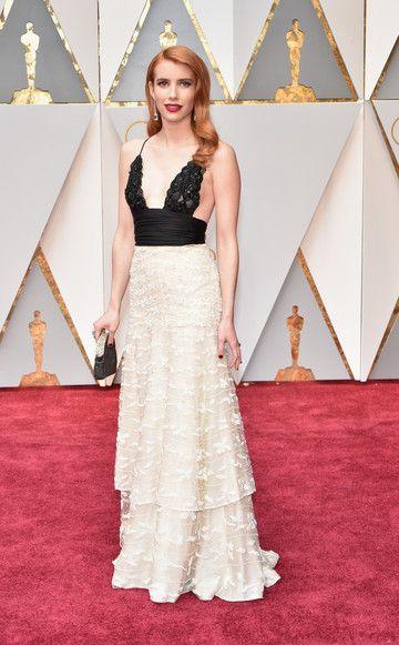 Emma Roberts sah in ihrer Spitzenrobe von Armani Privéin Kombi mit ihren roten Haaren aus wie eine Hollywooddiva aus den 40er Jahren.