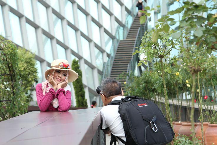 Behind  the scene Leon Zaragosa's photo shoot (photographer from Saudi Arabia) at Flower Dome Singapore