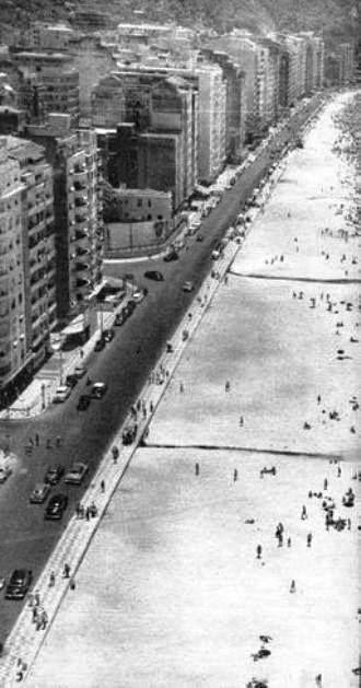 Av. Atlântica, em Copacabana - 1958 Na foto, vemos a Av. Atlântica e, do lado esquerdo da foto, vemos a entrada da Av. Princesa Isabel.