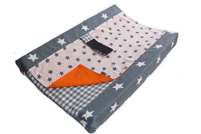 Aankleedkussenhoes Ukje oranje met wit grijze ster