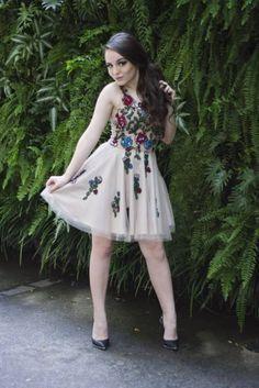 Esse vestido é da missteen e é lindo é da coleção larissa Manuela e quero comprá-lo