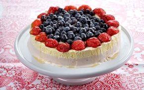 Glasstårta med bär - Recept - Arla
