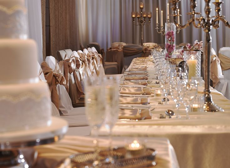 Top Table with champagne table cloths