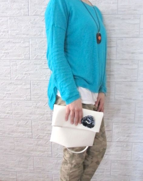 Maxi Pochette con tracolla in eco-pelle bianca di MateriaEcoGioielli su DaWanda.com