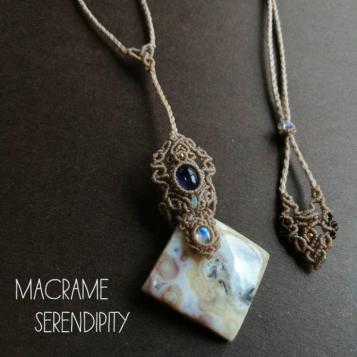 ♡新作追加画像♡ • 新作4点ご紹介しましたが、こちら最後の1点となりました✽ • ✨ありがとうございます〜♡ こちらの作品sold outになりました♡✨ • 宝石質なレインボームーンストーンがたまりません✧✧✧ サイズ等の詳細は前postをご覧ください♡ #macramejewelry #macrame #love #handmade #accessories #pendant #gems #yolo #happy #rainbowmoonstonejewelry #iolite #oceanjasperring #レインボームーンストーン #アイオライト #オーシャンジャスパー #マクラメ #マクラメアクセサリー #ハンドメイドアクセサリー #ハンドメイド #天然石 #天然石アクセサリー #ペンダント