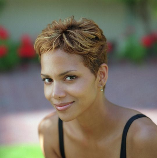 80s 90s 00s Celebrity Short Haircuts Halle Berry Hot