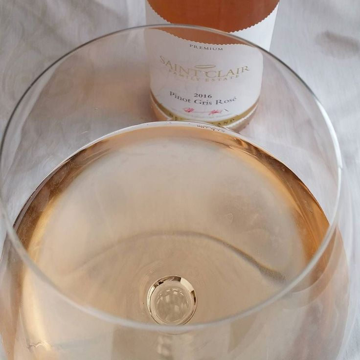 St Clair Pinot gris rosee. @stclairwinery #rosee  #viini#wines#winelover#winegeek#instawine#winetime#wein#vin#winepic#wine#wineporn herkkusuu #lasissa #Herkkusuunlautasella