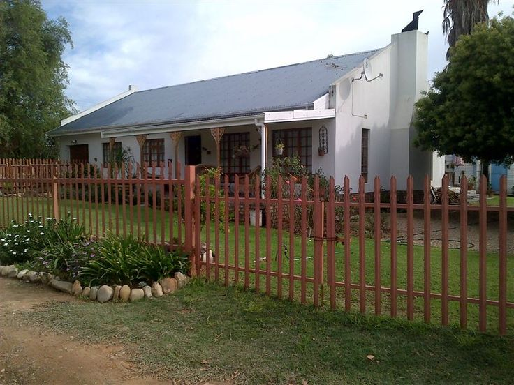 Amanda's Cottage  - This is a convenient cottage with three bedrooms and one and a half bathrooms.There is an open plan kitchen.The cottage has a lounge/dining area and a fireplace to braai or relax.The unit is the only unit ... #weekendgetaways #oudtshoorn #southafrica