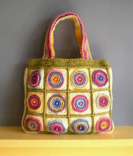 Zelf maken met HAAKKATOEN - freubelweb links to free pattern on Ravelry: Libraries, Crochet Bags, Free Crochet, Granny Squares, Crochet Patterns, Free Patterns, Cute Handbags, Frankie Brown, Wheels Bags