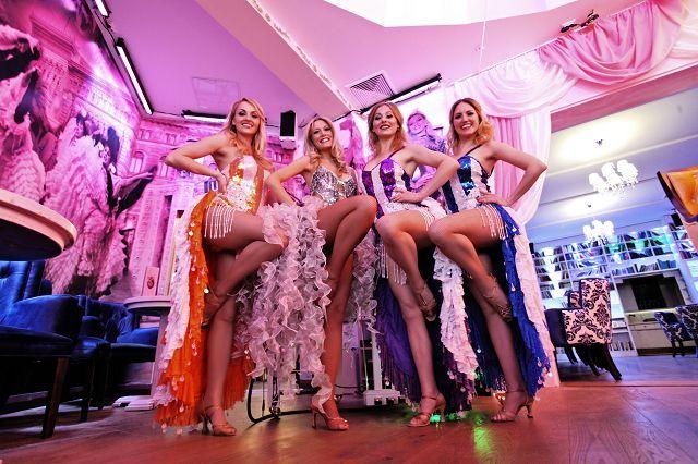 Ich Und Meine Wilde Matilde Showgirls Berlin Kurz Vor Unserem Burlesque Auftritt In Der Variete Show Freitag Abend In Der Wilden Ma Tanzerin Cocktailbar Berlin