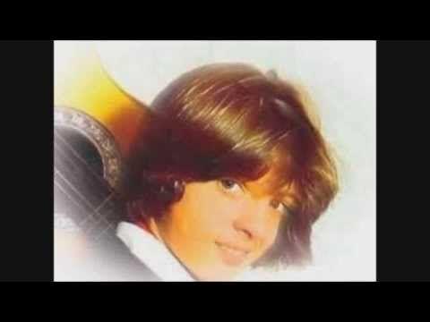 Eres leyeda creci me ensmore y aún vivo escucuchandote a diario Dios te bendice siempre  mi gran Luís Miguel