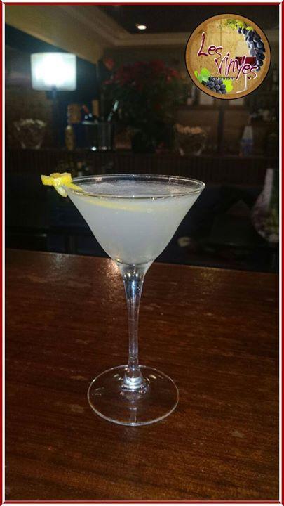 Y después de una agradable cena... qué tal un White Lady (ginebra triple seco y zumo de limón) servido por Rubén nuestro barman favorito?