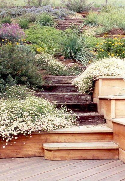 10 Ideas para el diseño de jardines con durmientes de tren