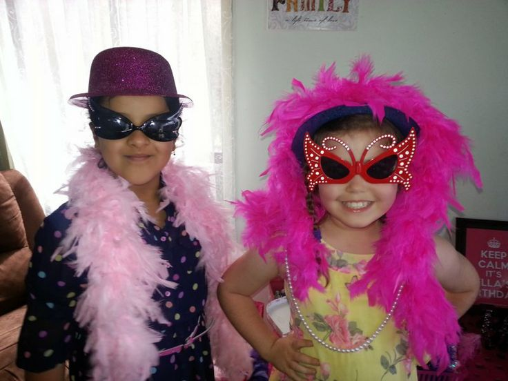 It's A Girl's World Glamour Girl parties - Look at those FAB glasses!