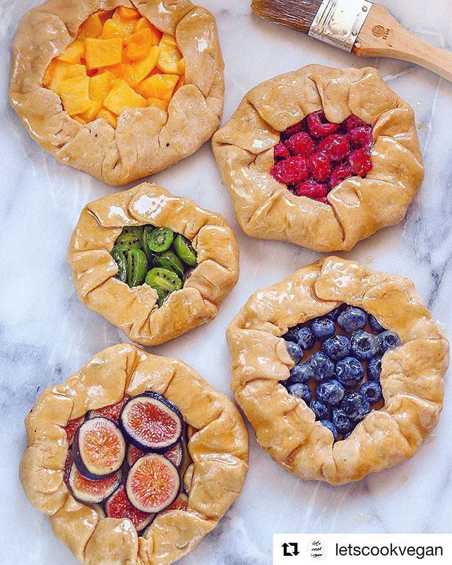 How about some #healthy eating for the weekend?  Which galette would you pick first? Rainbow Galettes by @nathaliesader Recipe To make the galette crust: 2 & 3/4 cups whole wheat pastry flour (330g) 1 stick vegan butter or 113g (I used earth balance)  1 cup evaporated coconut milk  2 full droppers of stevia vanilla liquid  2 tsp vanilla extract  Pinch of sea salt  Filling: 1/4 cup of blueberries  1 tsp maple syrup  pinch cinnamon  1tsp cacao nibs  1/4 cup of raspberries  1 tsp maple syrup…