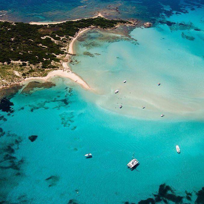 Nous pouvons vous faire profiter ce lieu magique.Connectez vous sur www.aircorsica.com #Corse  #plages  #soleil  #bonheur  #vacances