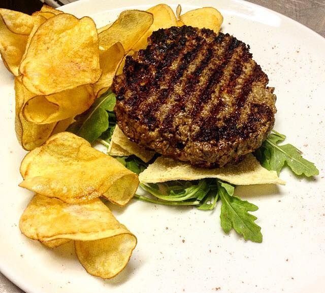 Un classico. Hamburger e patatine.