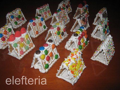 Γεύση Ελευθερίας: Χριστουγεννιάτικα σπιτάκια με 3 μπισκοτάκια πτι μπερ
