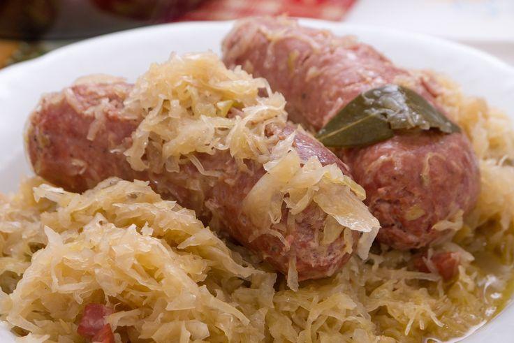 CRAUTI E LUGANEGHE: in dialetto le luganeghe sono le salsicce di maiale fresche, non stagionate ma da cuocere. Piuttosto corte e grassocce, insomma come nella foto.