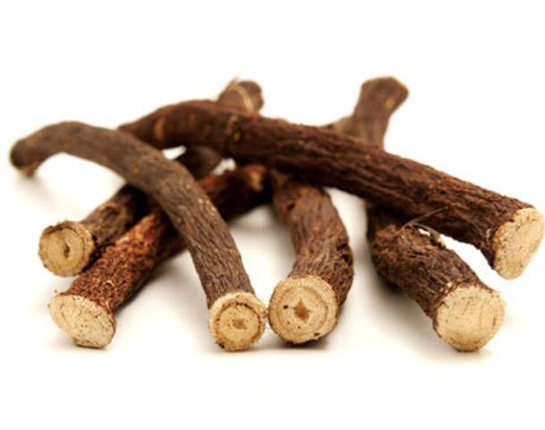 Is zoethout gezond?Zoethout wordt veel gebruikt als smaakstof in snoep, zoethout sticks, kauwgom, pruimtabak, hoestdrankjes, tandpasta, en dranken, zoals frisdranken en bier.