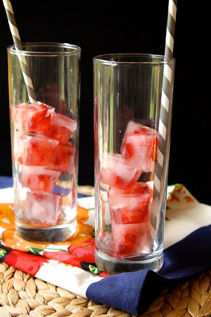 Strawberry ice cubes for lemonade