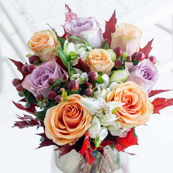 Autumn Memories: Roses, Alstroemeria and Hypericum are perfectly framed by seasonal oak leaves in this beautiful bouquet. A perfect choice to celebrate a special occasion this Autumn.
