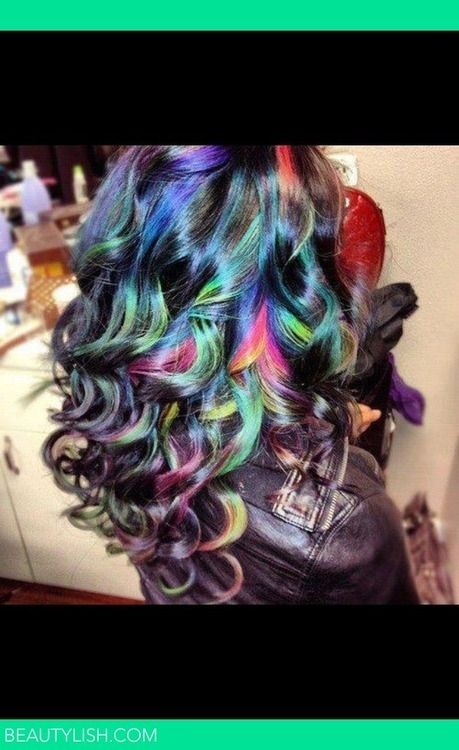 I thought I'd seen almost every alternative color hair pic before but this one is gorgeous.
