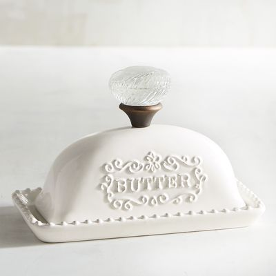 Nothing exudes classic nostalgia like our finely crafted earthenware butter dish featuring embossed detailing reminiscent of the designs found on dining tables during the mid-century modern phase.