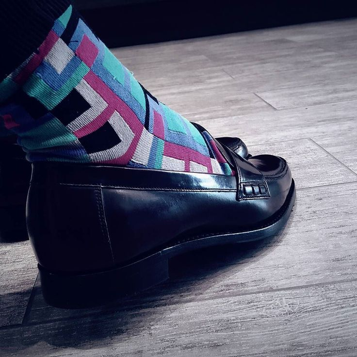 Brighten up your outfit! The cotton rich socks from Hawes&Curtis  comes with innovative antibacterial technology reinforced heel/toe and in a variety of colors designs and patterns.  #UnderstatedElegance #HawesAndCurtis #JermynStreet1664 #YYCFashion #ColoredSocks