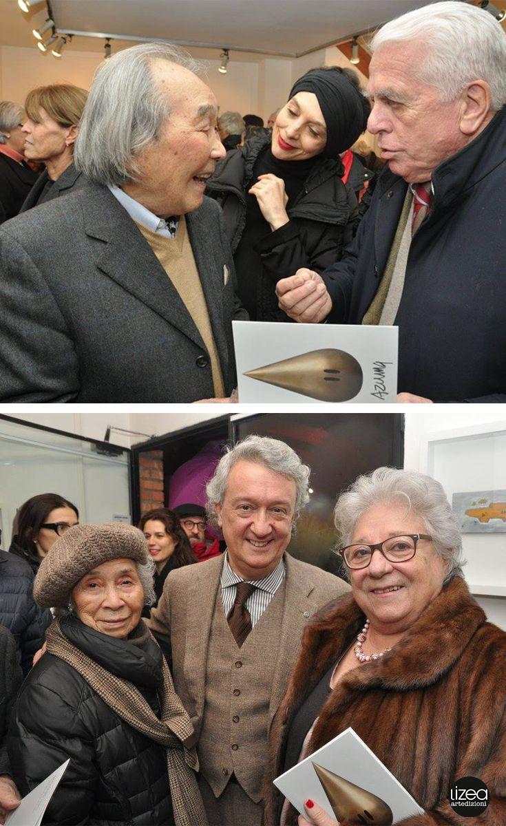 L'Inaugurazione della mostra di Kengiro Azuma a #Milano presso la Galleria Cortina Arte. L'artista e Stefano Cortina con il catalogo #edizionilizea