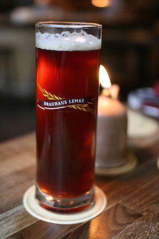 ¿Donde se hace la mejor cerveza Alemana? Sabia usted que la mejor cerveza Alemana se confecciona en los monasterios o Kloster como comúnmente se les llama en Alemania. Si… tanto monjes y monjas toman clases por años y son considerados unos 'gurus' en el arte de la confección de la cerveza Alemana. La confección de Cerveza data de la era Mesopotomica y los pueblos germanos de la edad media. Así que si esta de visita por Alemania y usted decide tomarse una rica cerveza, visite elWeltenburger…
