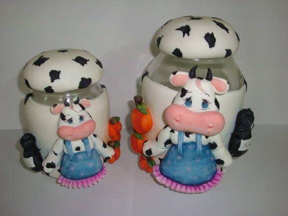 Conjunto de 2 potes decorados com porcelana fria  Capacidade 1.3 litros  Capacidade 2.5 litros R$90,00