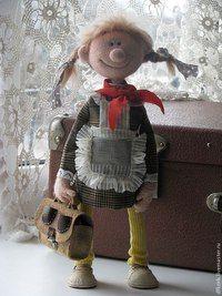 Кукла коллекционная.Девочка школьница-пионерка,любит биологию и пение.Веселая и озорная.