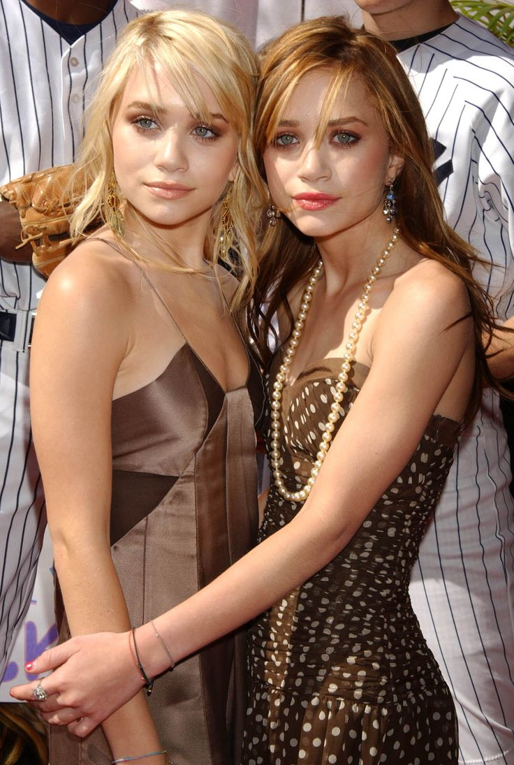Olsen Twins | love MK's dress and long strand of pearls.