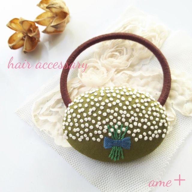 シックなカスミソウの花束  刺繍ヘアゴム