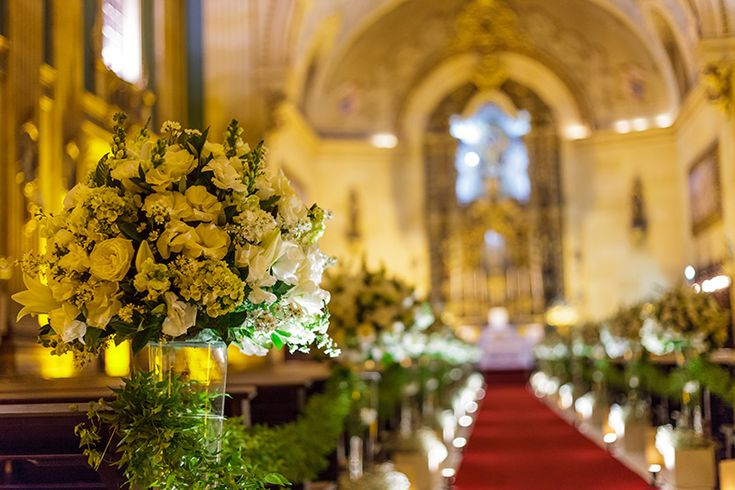 arranjos de flores decoração de casamento na igreja